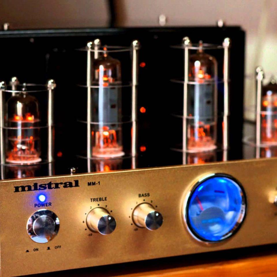 Crystal sound: Lamps or Transistors